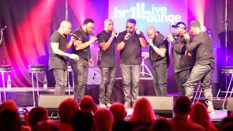 Naturally 7 in der hr1-Live Lounge Konzert und Autogrammstunde
