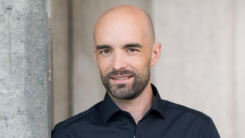 hr1-Moderator Lars Henning Metz