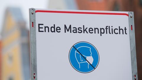 """Schild """"Ende Maskenpflicht"""""""
