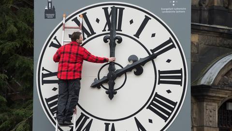 Uhr der Dresdner Lukaskirche