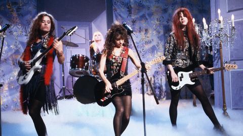 The Bangels bei einem Auftritt im Fernsehstudio