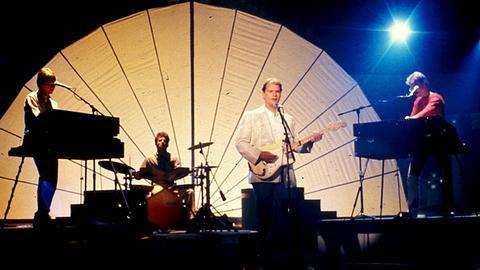 Christopher Cross und Band bei einem Auftritt auf der Bühne