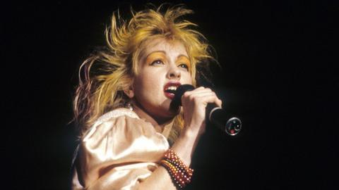 Cyndi Lauper 1987 auf der Bühne
