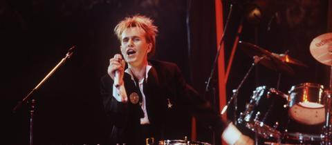Howard Jones 1984 bei einem Auftritt