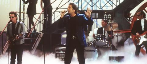 Huey Lewis and the News 1994 bei einem Konzert