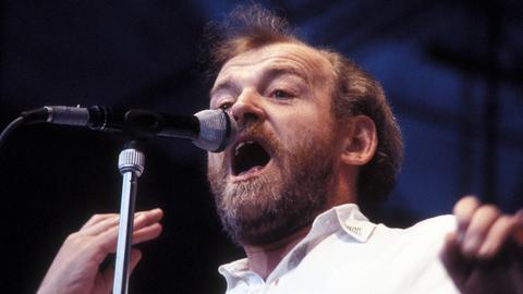 Joe Cocker 1986 bei einem Konzert