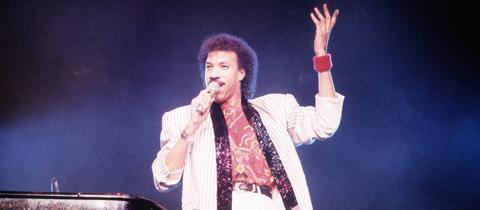 Lionel Richie 1987 bei einem Konzert