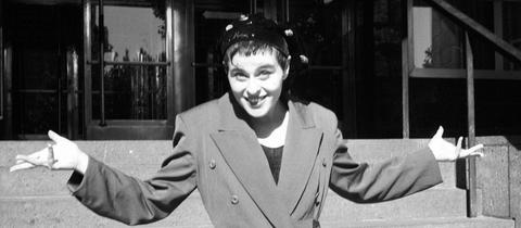 Lisa Stansfield lächelt 1989 in Berlin in die Kamera