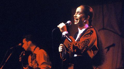 Sade 1986 bei einem Konzert in Berlin