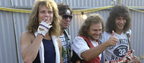 David Lee Roth, Alex van Halen, Michael Anthony und Eddie van Halen bei einem Foto-Shooting