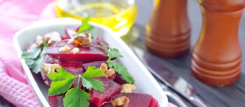 Rote Zora: Rote-Bete-Apfel-Salat mit Ziegenkäse
