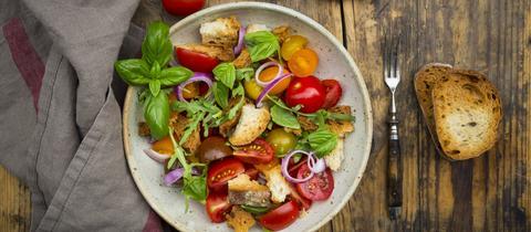 Brotsalat mit Tomaten