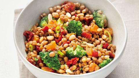 Linsensalat mit Brokkoli und getrockneten Tomaten
