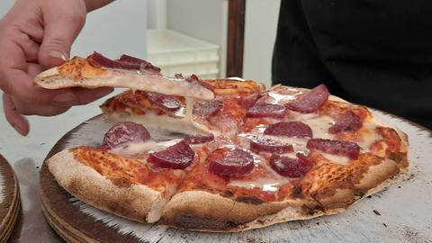 Pizza mit Ahle Worscht