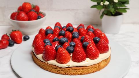 Kuchen mit Sable-Teig und Erdbeeren