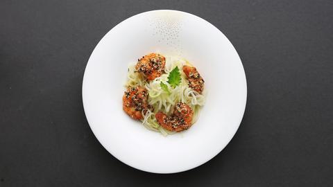 Roland Trettl: Kohlrabi-Apfel-Salat mit Garnele