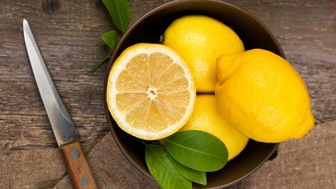 Zitronen in einer Schale
