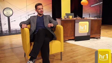 Florian Schroeder auf dem Gelben Sessel