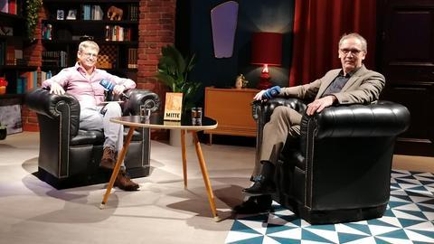hr1-Moderator Uwe Berndt und Autor Volker Kutscher