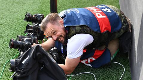 Fotojournalist Kai Pfaffenbach in Aktion