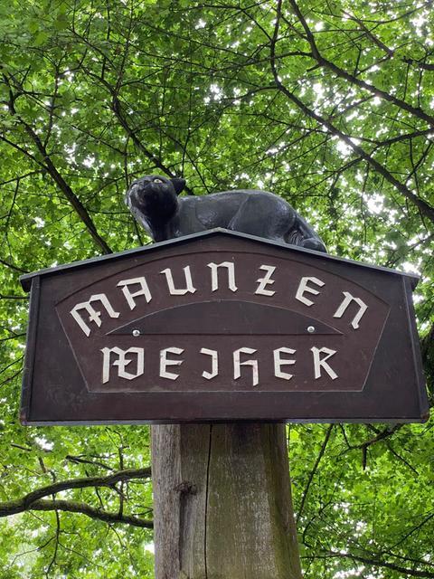 """Schild mit Aufschrift """"Maunzer-Weiher"""""""