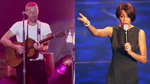 Coldplay-Sänger Chris Martin (li.) und Whitney Houston.