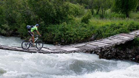 Fahrrad auf Brücke