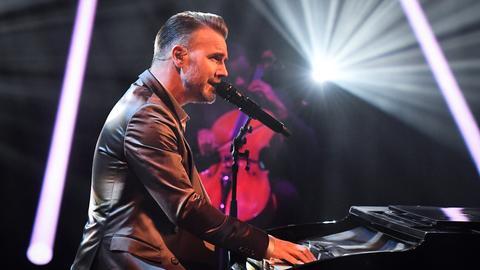 Gary Barlow am Klavier.