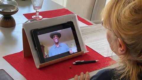Lidia Antonini beim Videocall mit Eric Bibb.