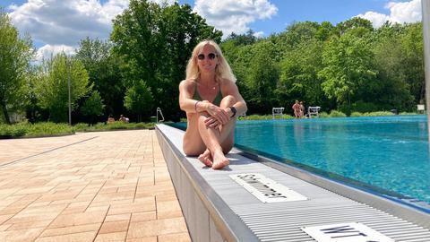 Simone Reuthal im Freibad