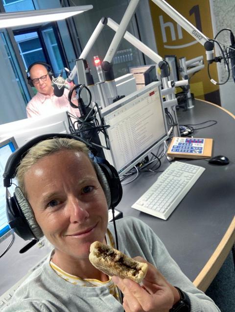 Simone Reuthal isst ihr Frühstückbrot