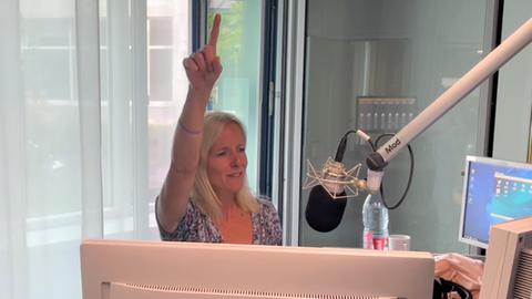 Simone Reuthal singt im Studio